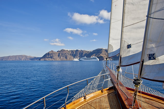 boat tours in santorini