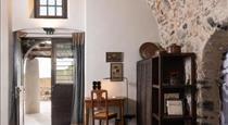 Canava Villas #2 in Santorini, hotels in Emporio