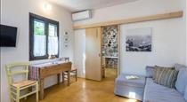 Canava Villas in Santorini, hotels in Emporio