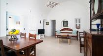 Sun Wind Villa, hotels in Emporio