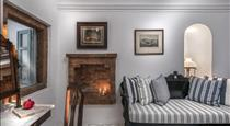 Aigialos Niche Residences & Suites, hotels in Fira