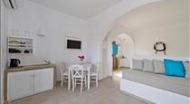 Alizea Villas & Suites, hotels in Fira