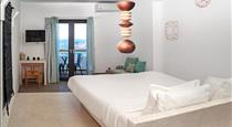 Amity Suites, hotels in Fira