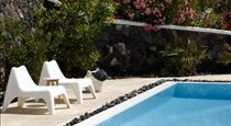 Amor Hideaway Villas, hotels in Fira
