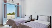 Ann-Margo Apartment, hotels in Fira