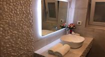 Ariana Suites, hotels in Fira