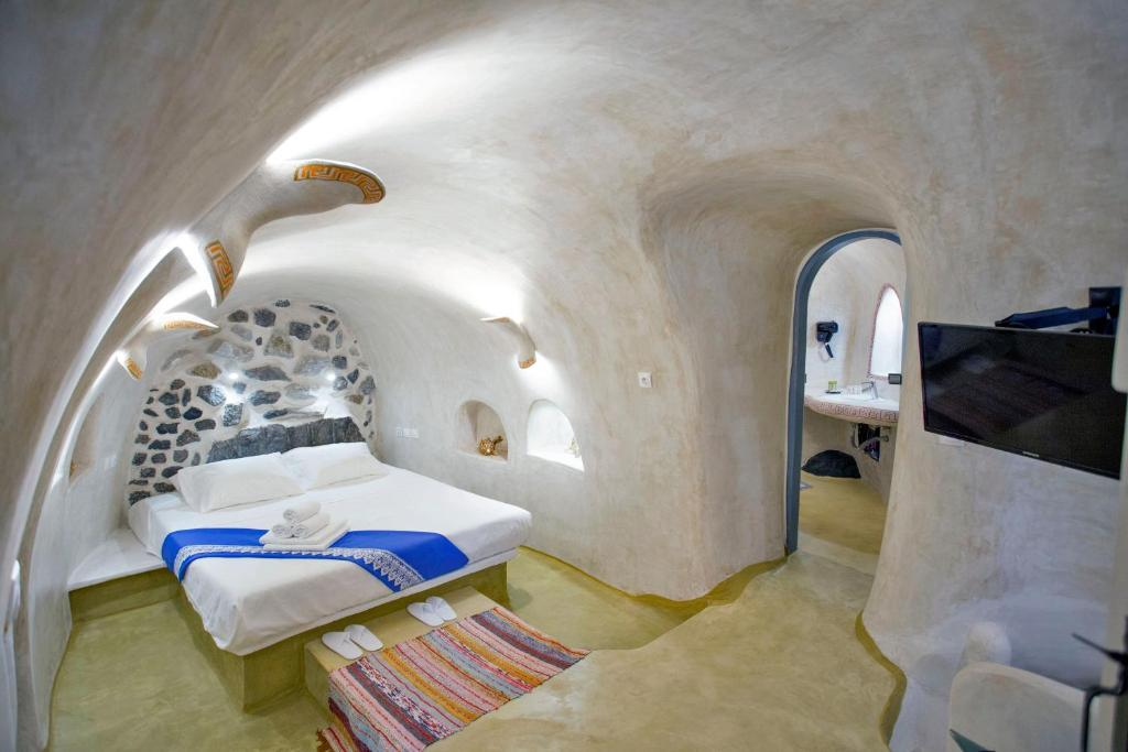 Ura Cave In Santorini 2020 Prices Photos Ratings