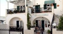 Georgia Studios, hotels in Fira