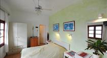 Kavalari Hotel, hotels in Fira