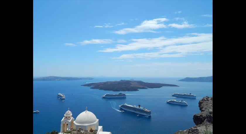 Le Petit Greek, Hotels in Fira Caldera - Santorini View