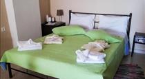 Mantilaria, hotels in Fira