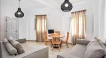 Nonis Apartments, hotels in Fira