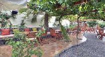 Pelican Hotel, hotels in Fira