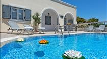Phoenix, hotels in Fira