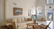 Revelis Villa & Canava, hotels in Fira