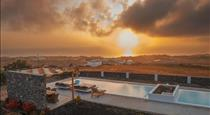 Saint Apostles, hotels in Fira