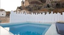 Santo Castello, hotels in Fira
