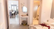 Santorini Salt Villas, hotels in Fira