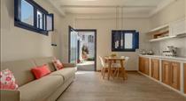 Sea Dream Luxury Home, hotels in Fira