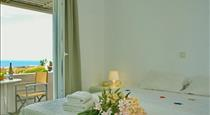 Thea Studios, hotels in Fira