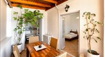 Villa by Hotel Thira, hotels in Fira