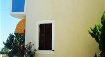 Argonaftes, hotels in Firostefani