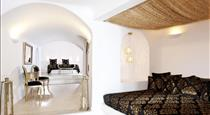 Above Blue Suites, hotels in Imerovigli