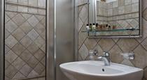 Imerovigli Villa Sleeps 10 Pool Air Con WiFi, hotels in Imerovigli