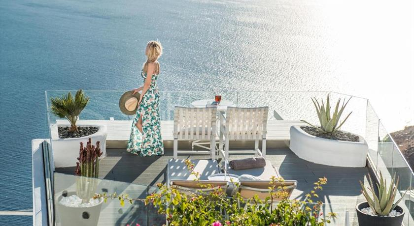 ON THE ROCKS in Santorini - 2019 Prices,VIDEO,Ratings - Book Now