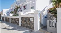 Blue Waves Suites & Apartments, hotels in Kamari