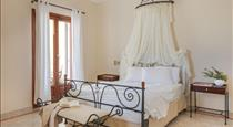 Epavlis Hotel & Spa, hotels in Kamari