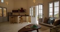@home by the sea, hotels in Kamari