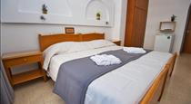 Irini's Rooms, hotels in Kamari