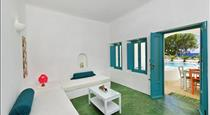 Nissia Apartments & Suites, hotels in Kamari