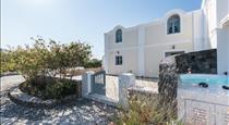 Secret Earth Villas Santorini, hotels in Kamari