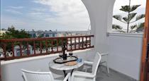 Sunflower ApartHotel, hotels in Kamari