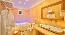 Tamarix Del Mar Suites, hotels in Kamari