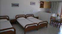 Tarelis Apartments & Studios, hotels in Kamari
