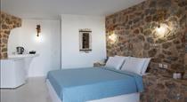 Sakas Residences, hotels in Karterados