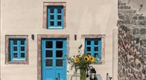 Alluvial Santorini Suites, hotels in Messaria