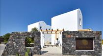 Altera Pars Suites, hotels in Messaria