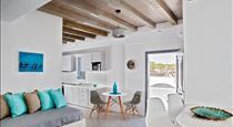 Villa Del Sol Santorini, hotels in Messaria