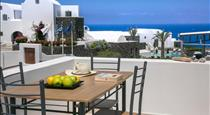 Apanomeria Boutique Resident, hotels in Oia
