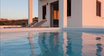 Aplada Suites, hotels in Oia
