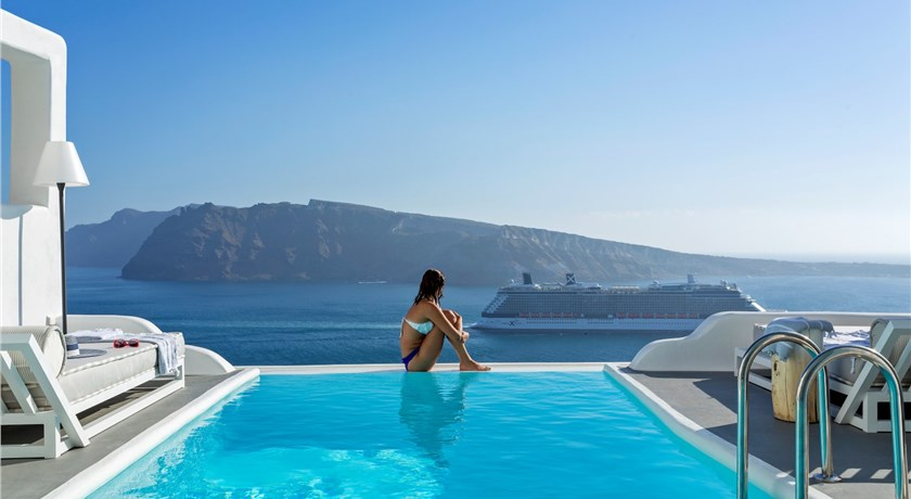 Charisma suites hotels in oia caldera aerial preview santorini view for Hotel a santorin