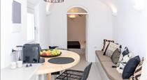 Delta Suites, hotels in Oia