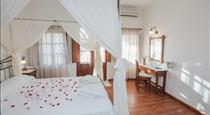 En Plo Boutique Suites, hotels in Oia