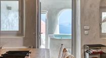 Marble Sun Villa with Jacuzzi by Caldera Houses, hotels in Oia