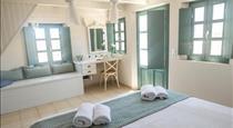 Michelangelo Beach Villa, hotels in Oia
