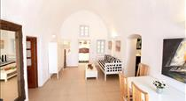 Prime Suites, hotels in Oia
